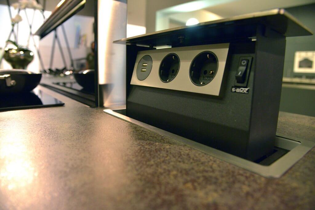 Prese elettriche a scomparsa cucina -Alchimia Home